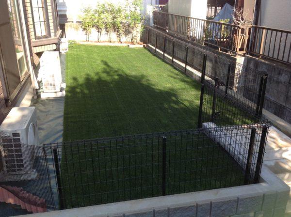 多摩市W様邸 フェンス・隣地への階段の設置・人工芝の施工