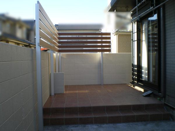 川越市の目隠しフェンスとタイルテラス5