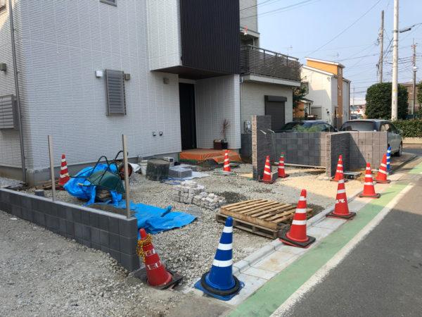 志木市の新築エクステリア施工中1