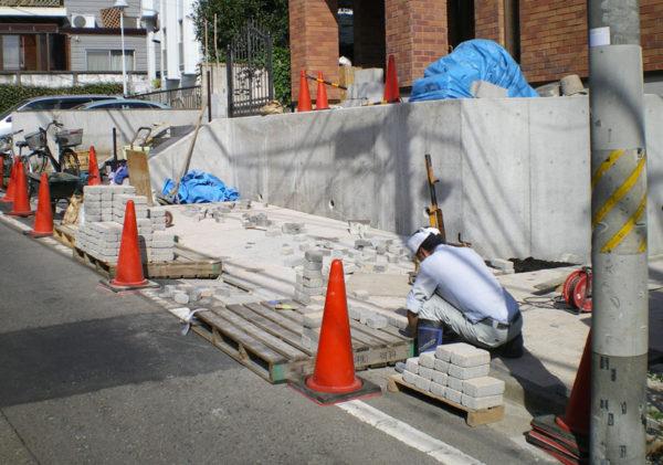 川越市笠幡新築エントランス・アプローチ施工チュウ1