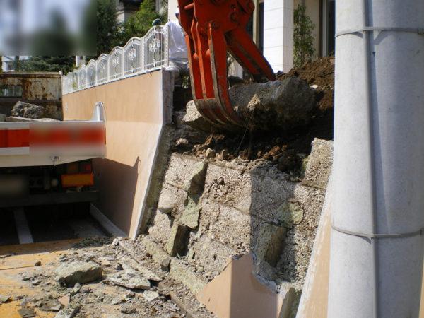 所沢市擁壁解体・駐車場の設置工事