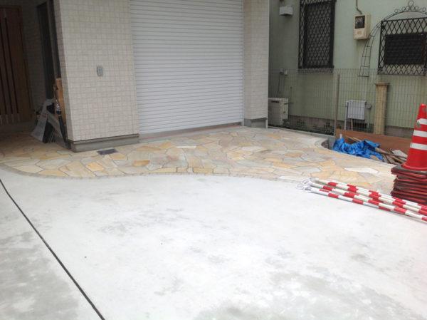 所沢市 庭のコンクリート工事と乱形石2