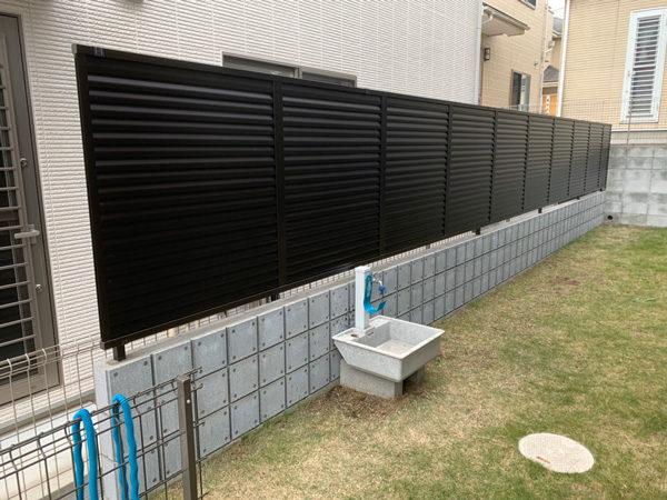 川越市内の目隠しフェンス 黒の目隠しフェンス4