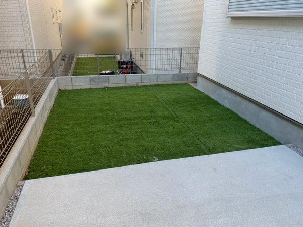 人工芝からコンクリート1