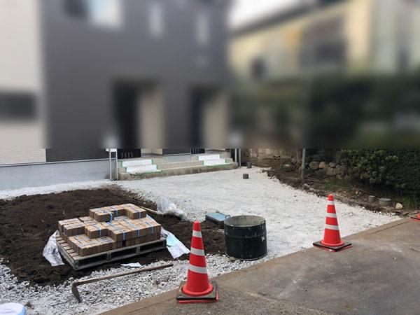 所沢市土間コンクリート右半分1施工中