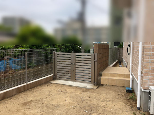 玄関ポーチ(門扉の工事)