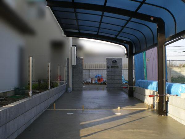 駐車場コンクリートとカーポート施工中4