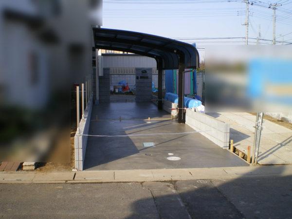 駐車場コンクリートとカーポート施工中3