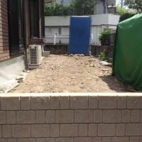 多摩市W様邸 フェンス・隣地への階段の設置・人工芝の施工のサムネイル