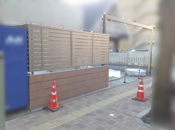 川越市の新築エクステリア②【目隠しフェンス・砂利敷き】